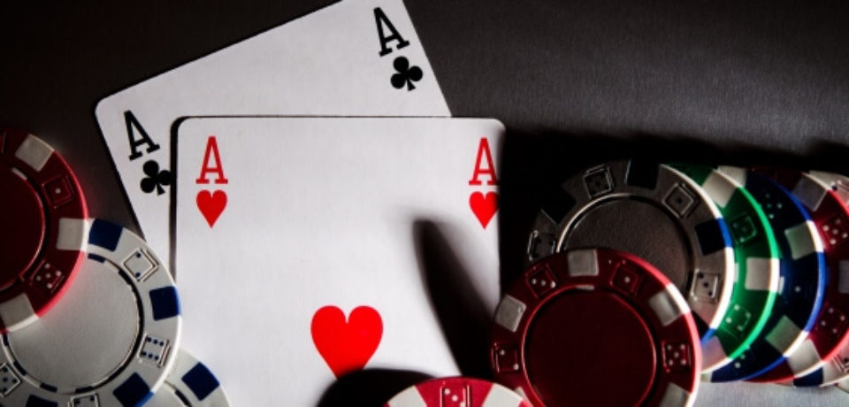 How does online poker sites work?