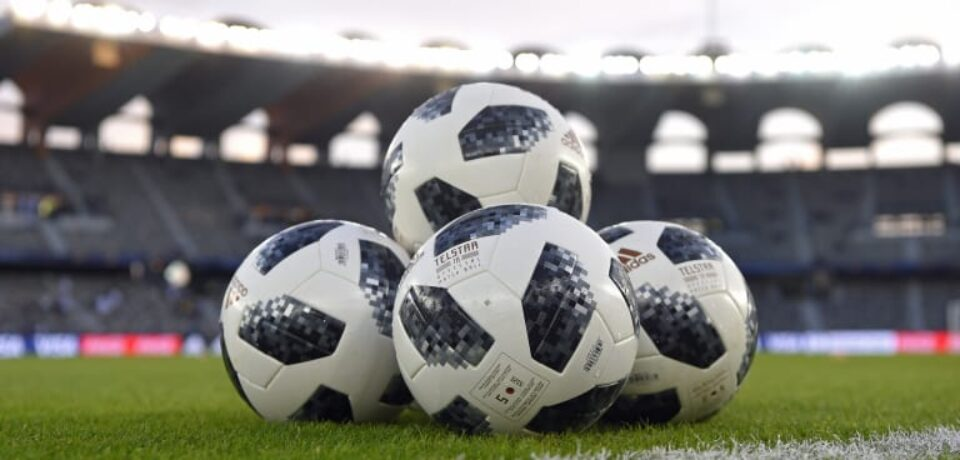 Several advantages of having football betting at online